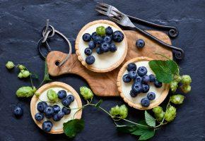 Обои пирожные, tartalettes, ягоды, голубика, хмель, вилки, доска