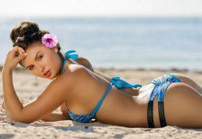 девушка, модель, позирует, белье, цветок, песок, пляж