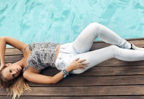Девушка, бассейн, позирует, модель, фигура, джинсы