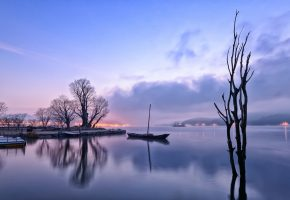 утро, рассвет, лодка, озеро, деревья, огни, отражение