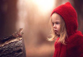 девочка, ребенок, фото, позитив, лягушка, бревно