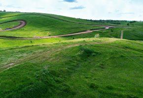 зелень, трава, холмы, небо, дорога, oboitut, деревья