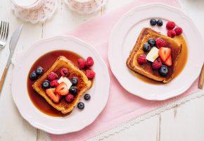 ягоды, завтрак, мед, тост