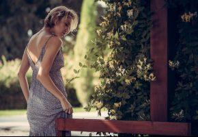 Модель, позирует, взгляд, фигура, спортивная, губы, платье